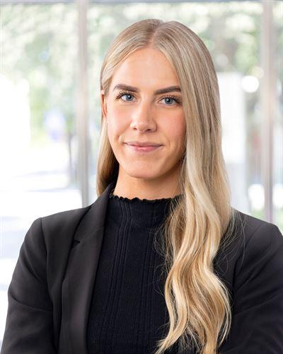 Nicole Koutoulakos Fastighetsmäklarassistent