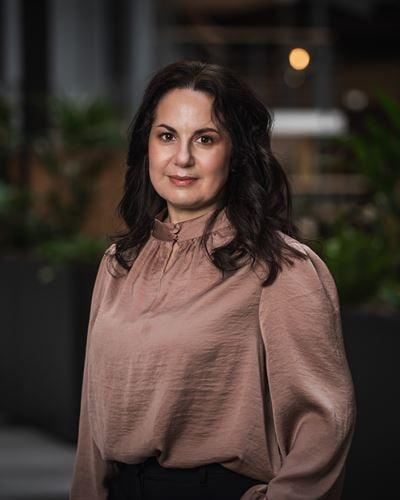 Parvane Ottilia Seifi Sjöberg Ansvarig mäklare