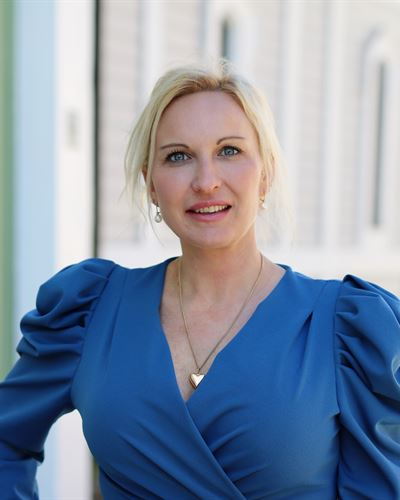 Ester Hemström VD/Fastighetsmäklare
