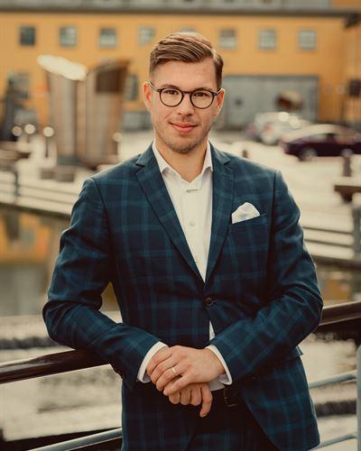 Filip Karlsson Ansvarig mäklare