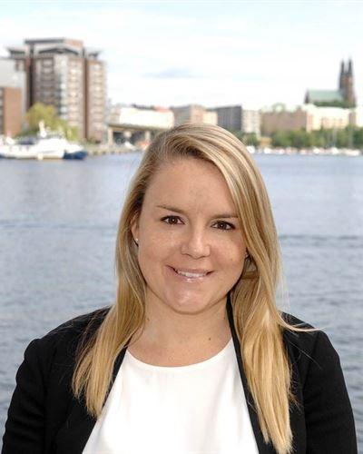Emelie Ahlgren Lorentzon Fastighetsmäklarassistent