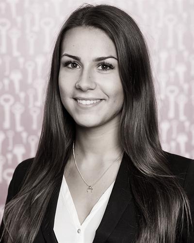 Daniela Goglia Mäklarassistent / Kontorsansvarig