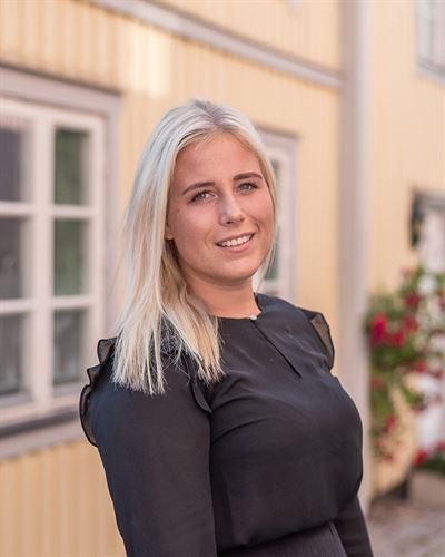 Felicia Wärme Fastighetsmäklarassistent