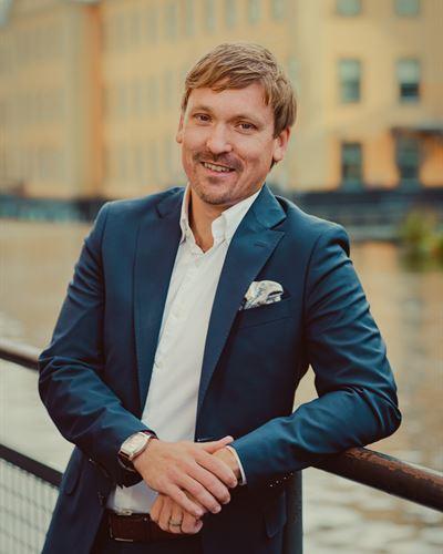 Christopher Henriksson Fastighetsmäklare