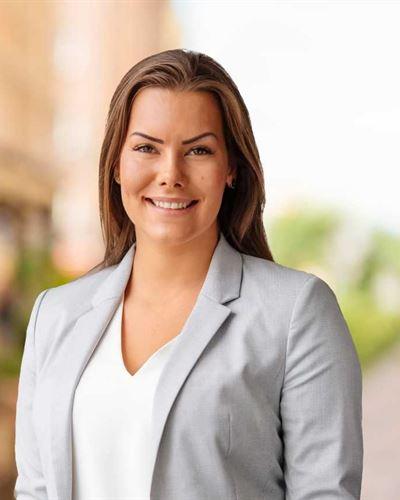Julia Springe Fastighetsmäklarassistent