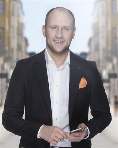 Fredrik Orest Ansvarig mäklare