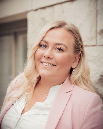 Elin Pella Månsson Ansvarig mäklare