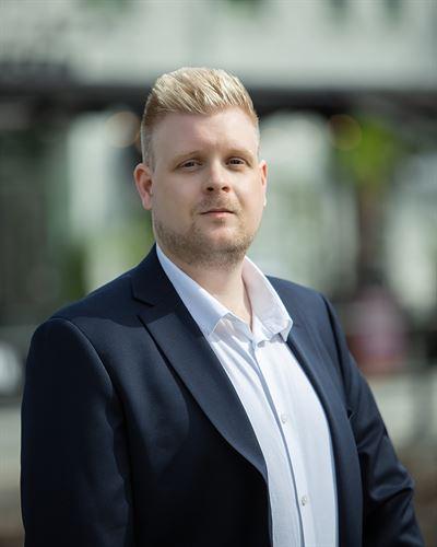 Emil Eriksson Assistent