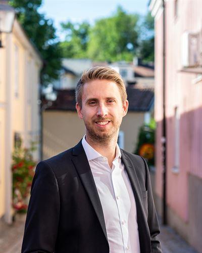 Mattias Åhman Ansvarig mäklare
