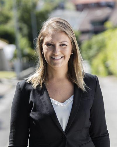 Rebecka Bergström Fastighetsmäklare