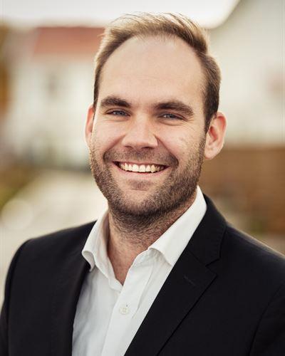 Dennis Johansson Ansvarig mäklare