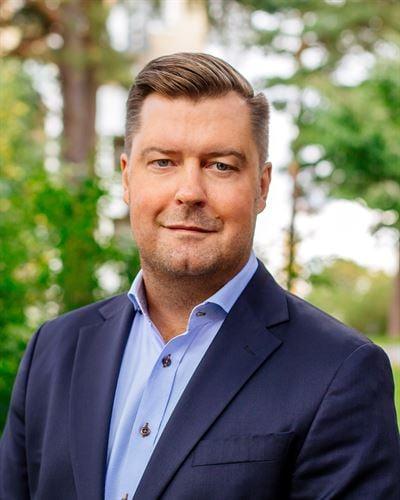 Robert Blomster Fastighetsmäklare / Delägare
