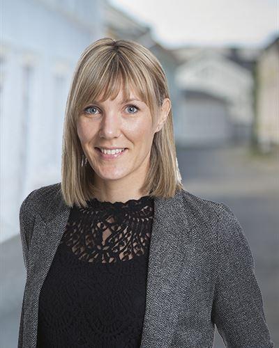 Johanna Gustin Fastighetsmäklare