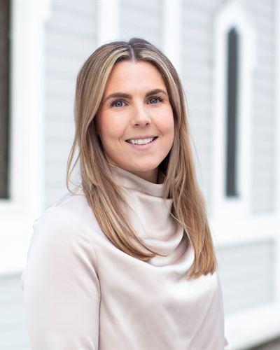 Lina Libell Fastighetsmäklarassistent