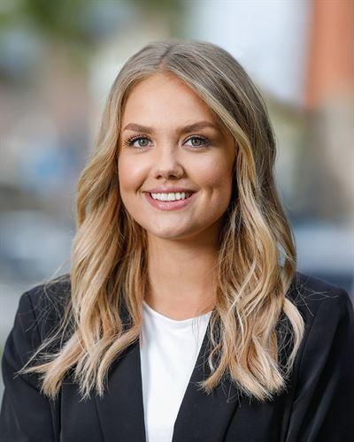 Emilia Sjölinder Fastighetsmäklarassistent