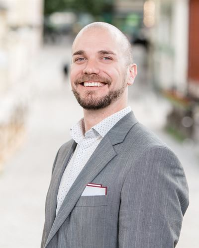 Viktor Eliasson Mäklare