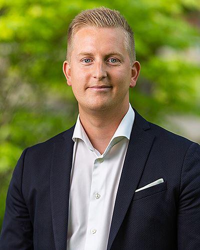 Fredrik Larsson Ansvarig mäklare