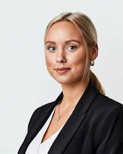 Michaela Egestål Mäklarassistent / Kontorsansvarig