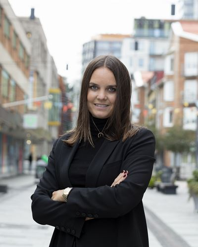 Julia Hult Fastighetsmäklarassistent