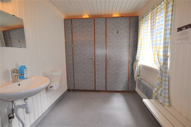 Servicehus nära WC / tvätt