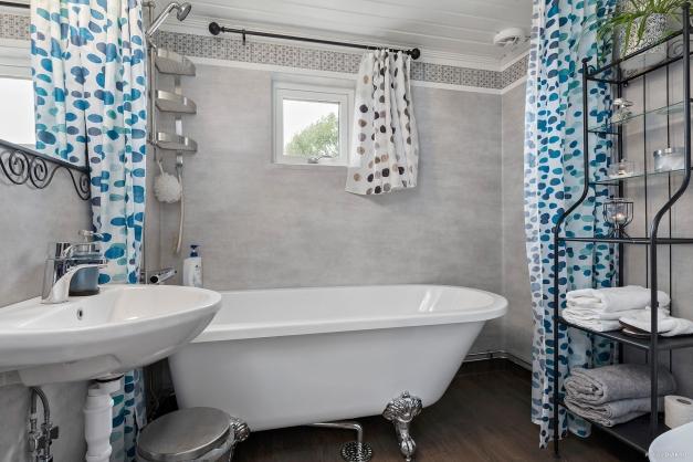 Toalett/dusch/bad i entréplan