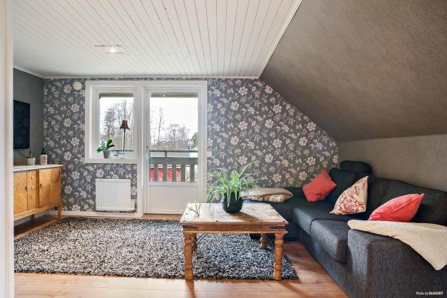 Fd sovrum med utgång till balkongen från allrummet