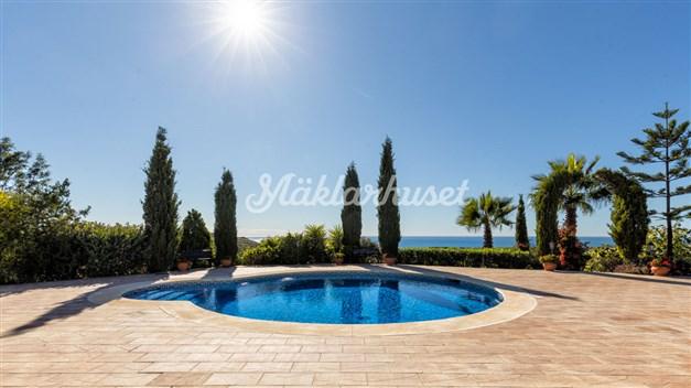 Fint poolområde med fantastisk utsikt
