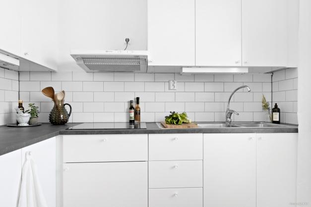 Välplanerat kök med stilrena materialval