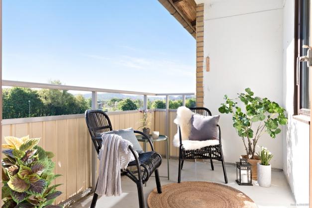Möblerbar balkong i sydost läge!