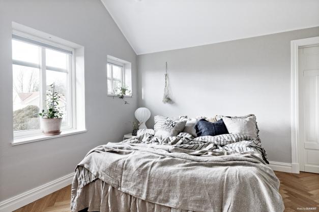 Master bedroom med klädkammare intill