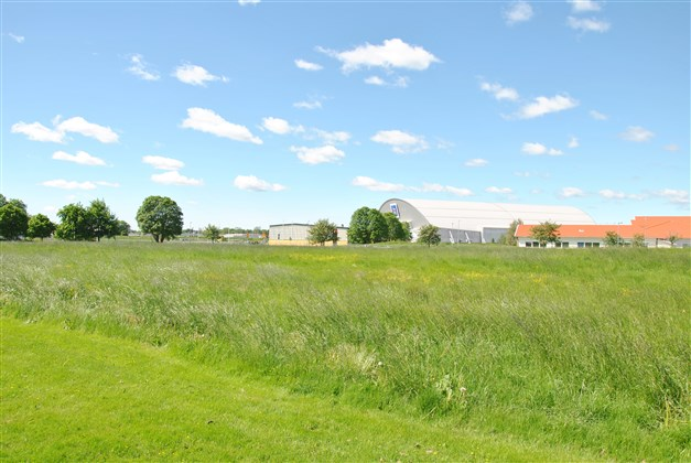 Områdesbild - nära till gymnasieskolan Birger Sjöberg, sportcentrum och arenan (arkivbild)