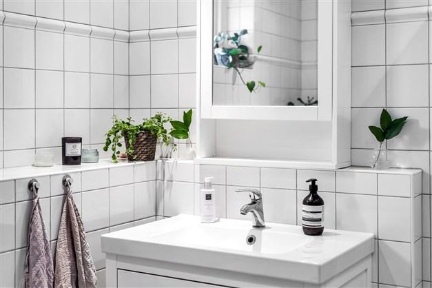 Romantiskt helkaklat duschrum