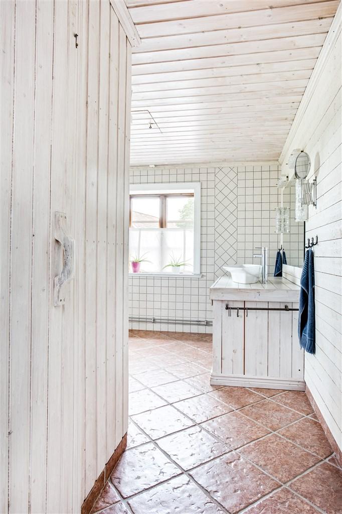 I badrummet finns en bastu med elaggregat.