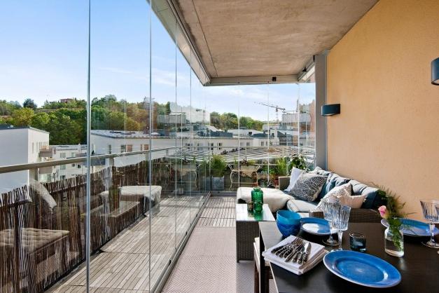 Stor terrass om ca 21 kvm med sol hela dagen
