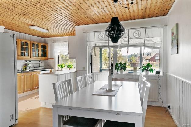 Kök med separat matplats