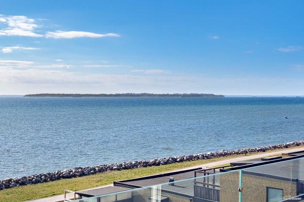Utsikt från terrass västerut mot Ven