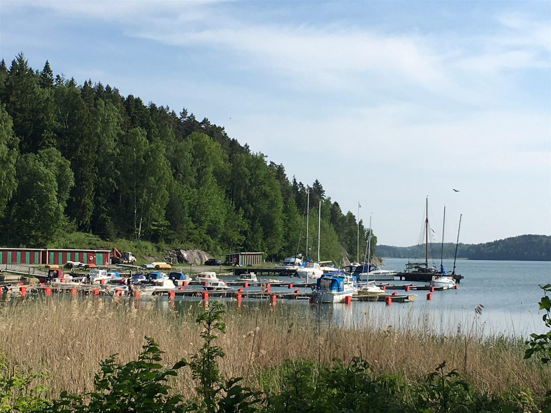 Idyllen vid Stora Vika båtklubb