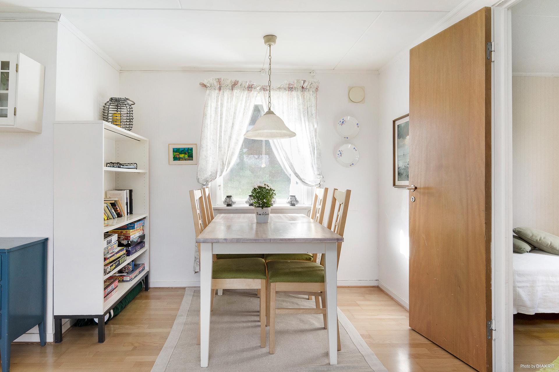 I vardagsrummet finns även plats för matbord