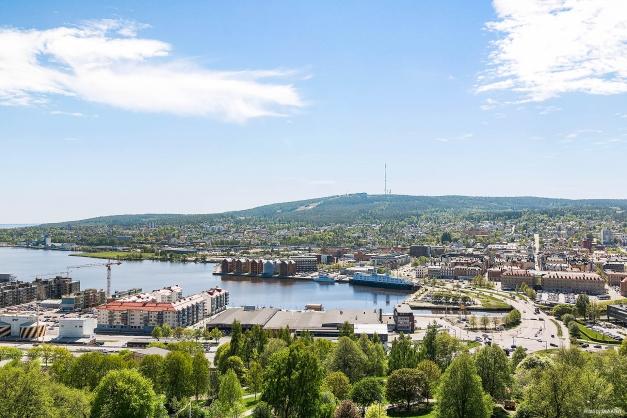 Utsikt från 7:e våningen på ett av Norrlidens bästa lägen.