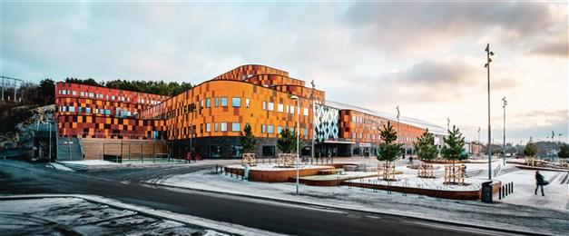 Nordens största multisportarena ligger en kort promenad ifrån! Här finner du sju våningar med sport, skolor, gymnasium, hotell, konferens och restaurang.