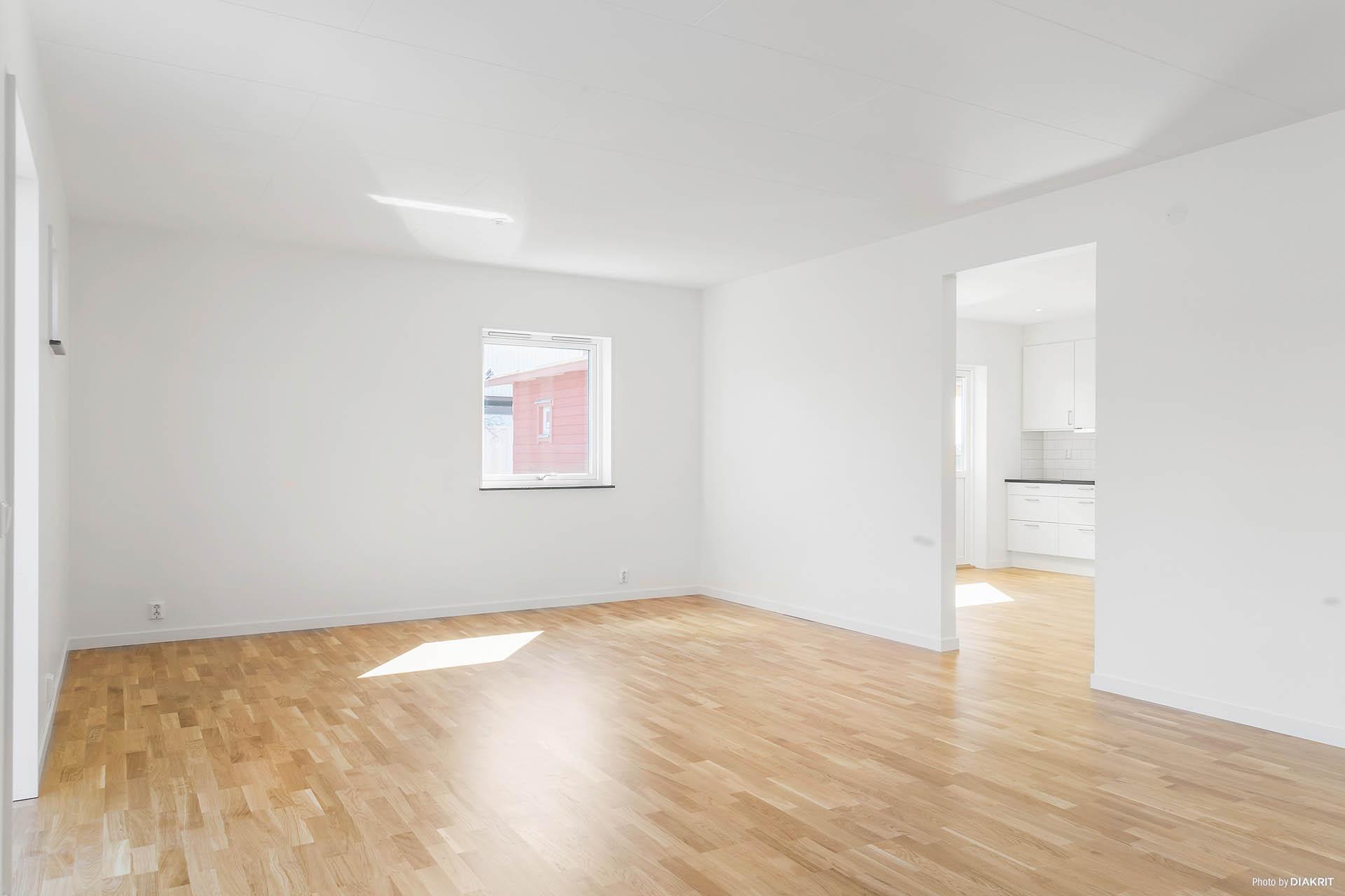 Vardagsrummet går att dela av så att man får ytterligare ett sovrum.