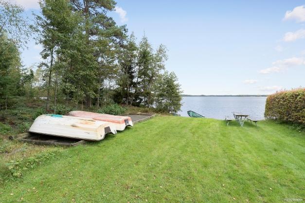 Bad/båtplats i Rasjön bara ca 100m fr huset