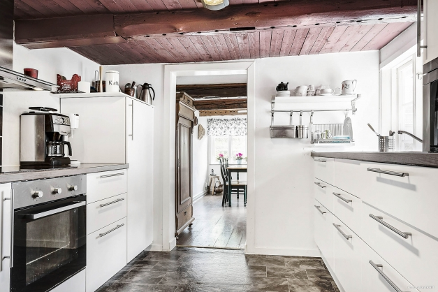 Nyrenoverat kök från 2017 med gott om ytor för att laga mat.