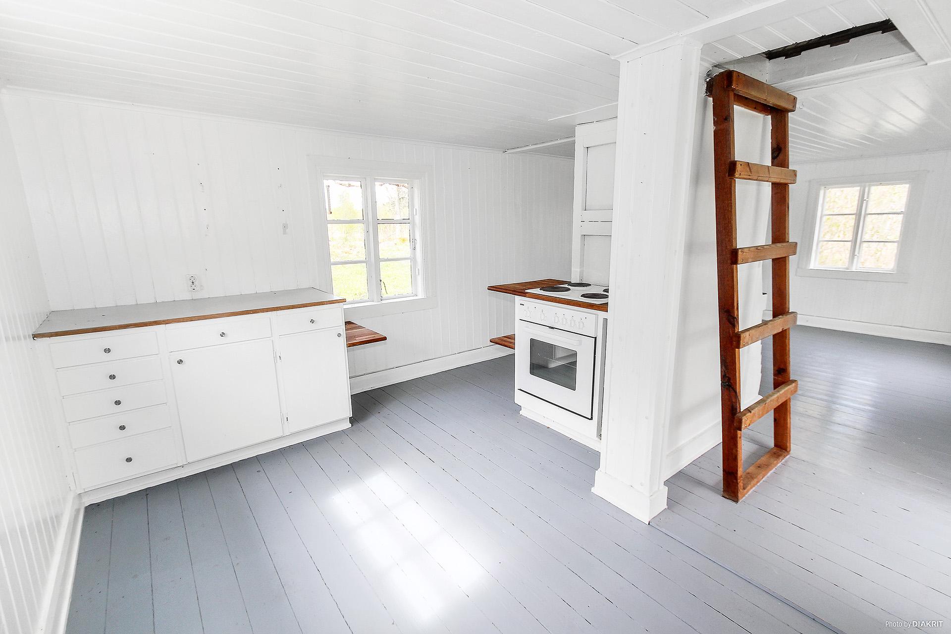 Köket och trappan till sovloftet