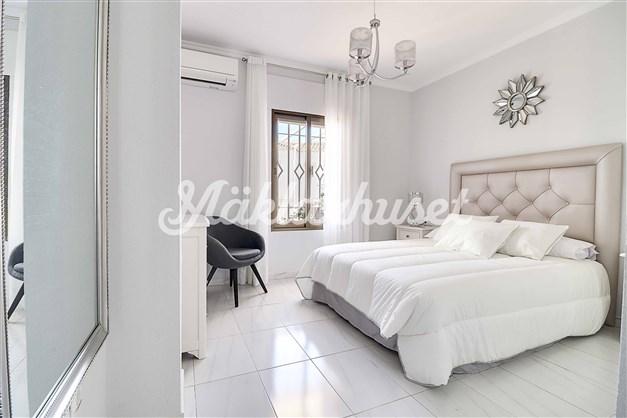 Fint master bedroom