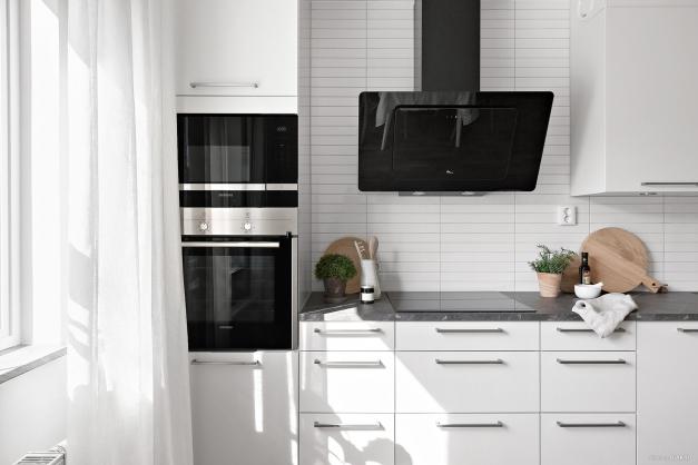 Påkostat kök med plats för matbord
