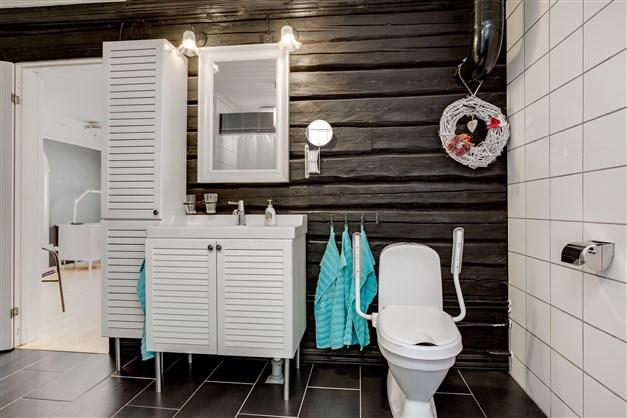 Fräsch dusch/wc med 2 duschar.