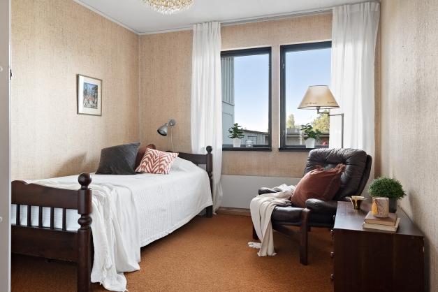 Det lite mindre sovrummet på souterrängplan