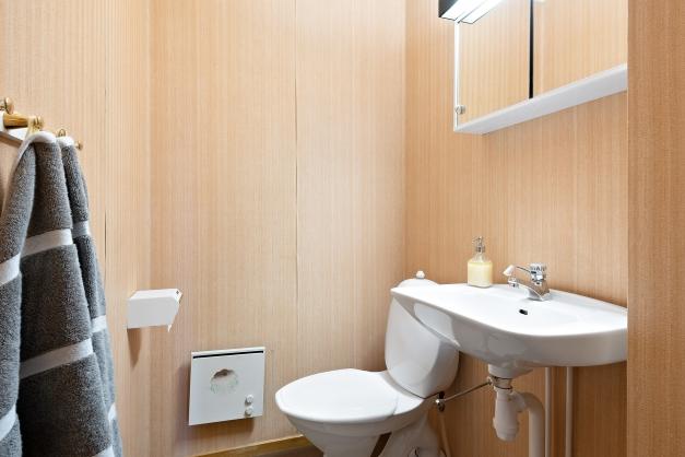 Separat toalett på souterrängplan