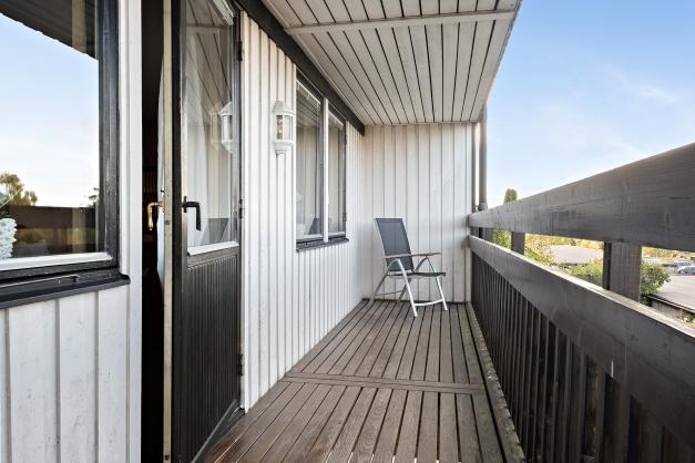 Balkongen som nås via vardagsrummet